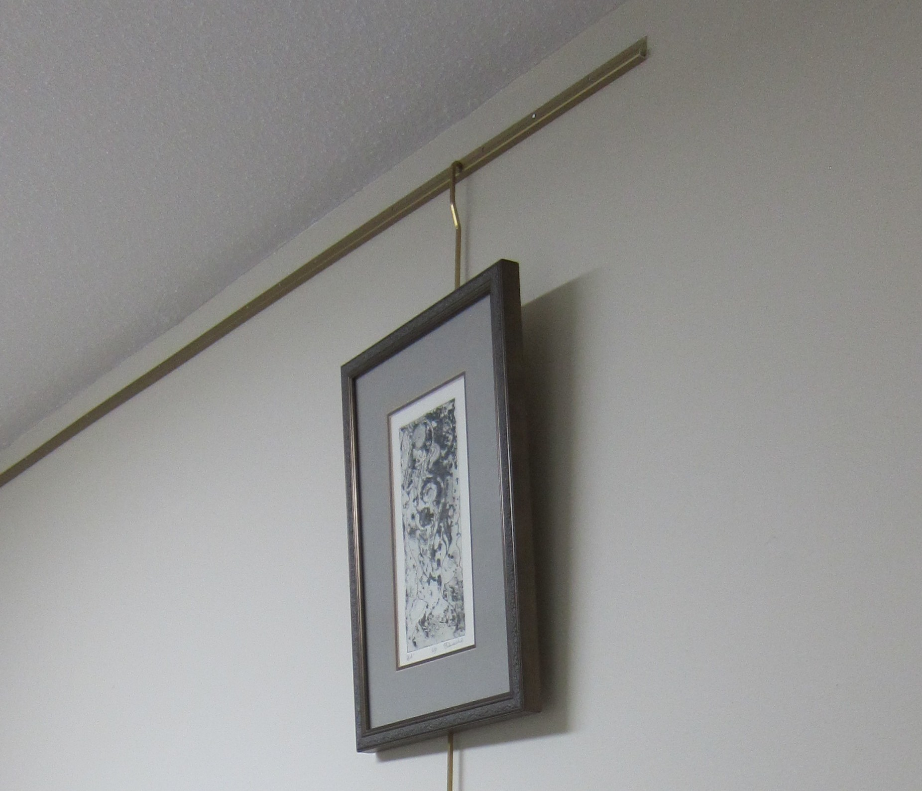 picture hanging rods